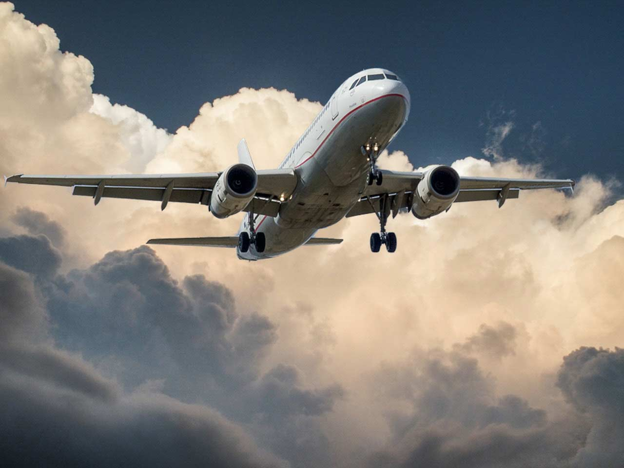 12 Handy Tips on Flying Long Haul with Ease and Comfort