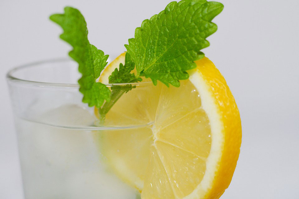 9 Benefits of Drinking Lemon Water You Should Apply Properly